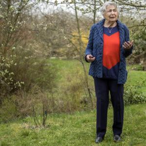 Großes Herz am rechten Fleck: Ilse Ruck in ihrem Garten (Foto: Robert Söllner)